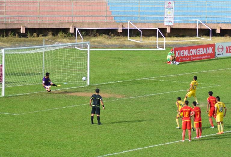 Vòng 12 Giải Bóng đá Hạng Nhất quốc gia năm 2016: CLB Đắk Lắk thắng đậm Phú Yên trên sân nhà.