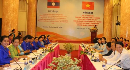 """Phụ nữ tỉnh Đắk Lắk và Phụ nữ các tỉnh Nam Lào chia sẻ kinh nghiệm thực hiện """" Thỏa thuận hợp tác vì hòa bình và phát triển giai đoạn 2012 - 2017""""."""
