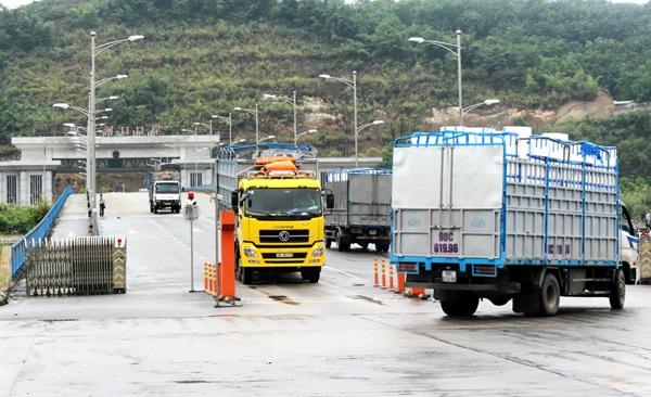Mua bán hàng hóa từ Campuchia về Việt Nam qua cửa khẩu Đắk Ruê – tỉnh Đắk Lắk.