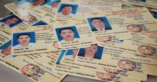 Mua máy in giấy phép lái xe mới bằng thẻ nhựa
