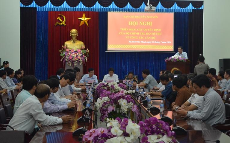 Công bố các Quyết định của Bộ Chính trị, Ban Bí thư về công tác cán bộ.