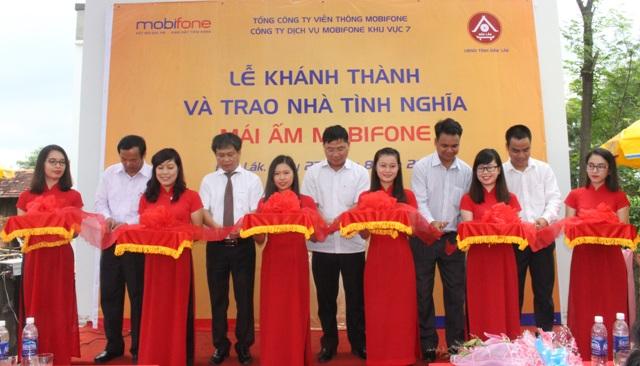 Mobifone trao nhà tình nghĩa tại huyện Cư M'gar.