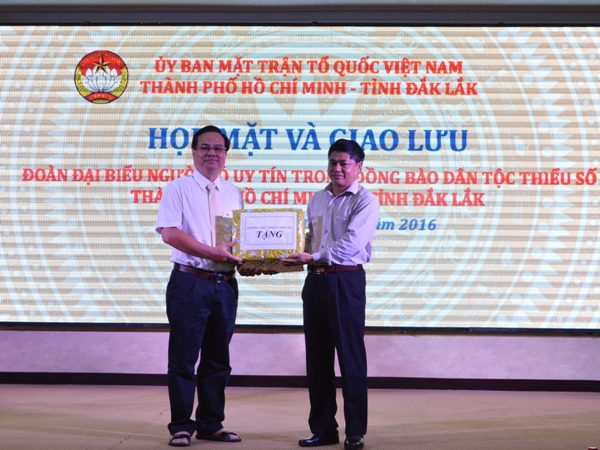 Gặp mặt và giao lưu Đoàn đại biểu người có uy tín trong đồng bào dân tộc thiểu số thành phố Hồ Chí Minh và tỉnh Đắk Lắk