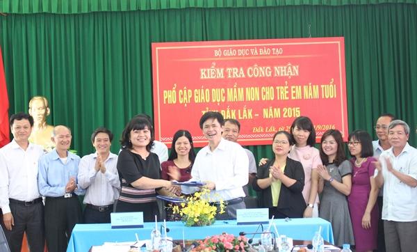 Kiểm tra công nhận phổ cập giáo dục mầm non cho trẻ em 5 tuổi tỉnh Đắk Lắk năm 2015