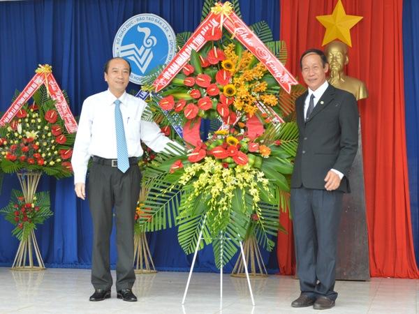 Trường THPT Buôn Ma Thuột tưng bừng đón năm học mới
