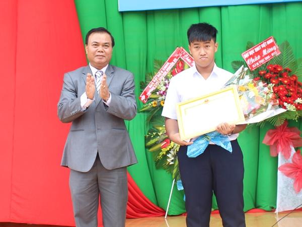 Trường THPT Chuyên Nguyễn Du khai giảng năm học 2016-2017