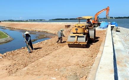 Hỗ trợ thiệt hại do xây dựng công trình Đê bao Quảng Điền, xã Dur Kmăl, huyện Krông Ana.