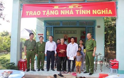 Hỗ trợ kinh phí xây nhà Mẹ Việt Nam anh hùng và con liệt sỹ