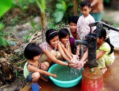 """Bàn giao hồ sơ các công trình thuộc Chương trình """"Mở rộng quy mô vệ sinh và nước sạch nông thôn dựa trên kết quả"""""""