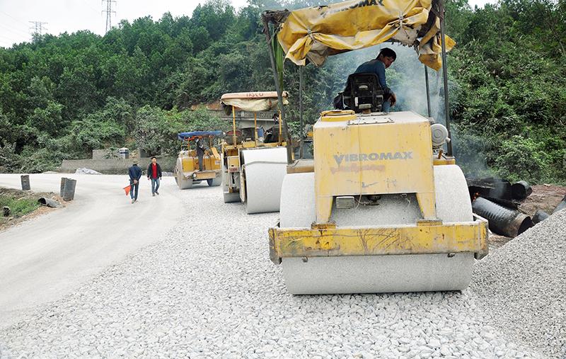 Phê duyệt Báo cáo kinh tế - kỹ thuật đầu tư xây dựng Dự án: Sửa chữa đường tỉnh ĐT.687 (tỉnh lộ 7) năm 2016, đoạn Km2+00 ÷ Km12+00