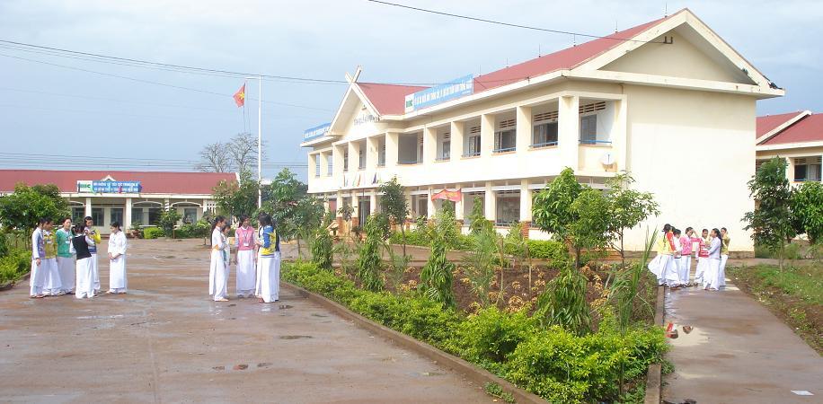 Phê duyệt điều chỉnh, bổ sung Kế hoạch lựa chọn nhà thầu công trình Trường THPT Trường Chinh, xã Ea Sol, huyện Ea H'leo (giai đoạn 2) Hạng mục: Nhà thí nghiệm thực hành, sân bê tông, thiết bị.