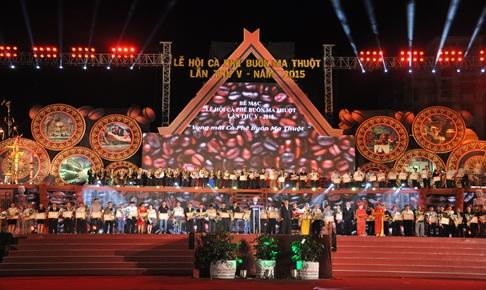 Tham gia thực hiện chương trình Khai mạc và Bế mạc Lễ hội cà phê Buôn Ma Thuột