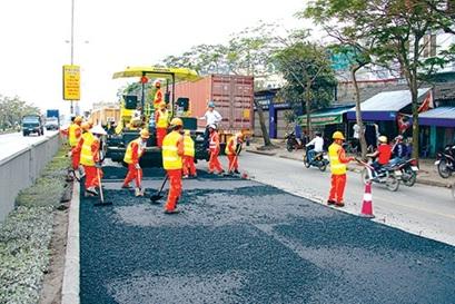 Quyết định về việc ứng trước từ nguồn ngân sách tỉnh năm 2017 cho Quỹ Bảo trì đường bộ tỉnh.