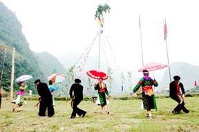 Triệu tập các đơn vị, địa phương tham gia Ngày hội Văn hóa dân tộc Mông toàn quốc lần thứ II tại tỉnh Hà Giang, năm 2016.