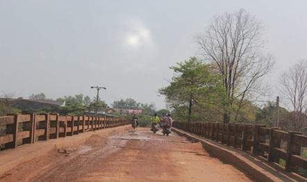 Kinh phí sửa chữa, khắc phục đảm bảo giao thông cầu Trắng (Km14+500) thuộc tuyến đường huyện từ trung tâm thị trấn Ea Súp đi xã Ia Jlơi.