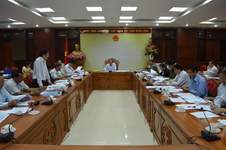 UBND tỉnh họp thông qua các văn bản quy phạm pháp luật thuộc thẩm quyền.