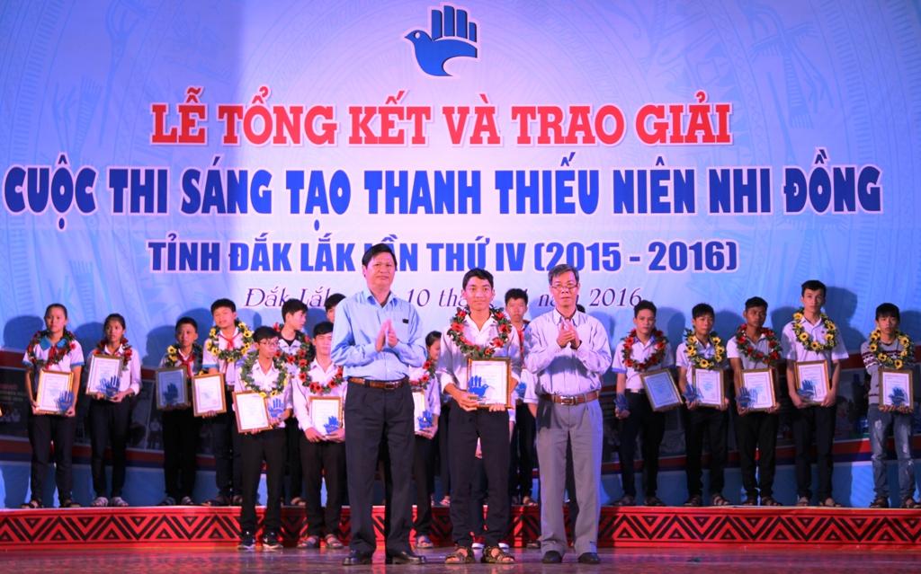 Tổng kết và trao giải Cuộc thi sáng tạo thanh-thiếu niên và nhi đồng tỉnh lần thứ IV năm 2016.