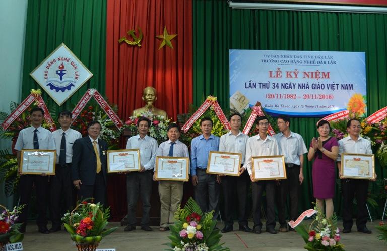 Trường Cao đẳng Nghề Đắk Lắk tọa đàm kỷ niệm 34 năm Ngày Nhà giáo Việt Nam.