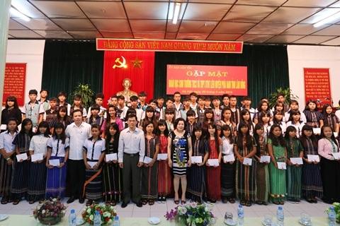 Hỗ trợ kinh phí tổ chức gặp mặt các  thế hệ học sinh Trường Dân tộc Miền Nam khu vực Miền Trung – Tây Nguyên.