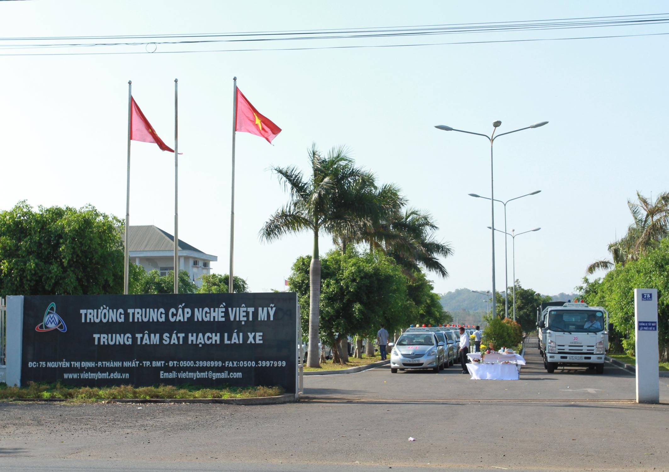 Tham mưu xử lý đề nghị chuyển loại hình Trường Trung cấp nghề Việt Mỹ