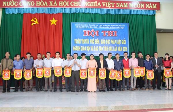 """Hơn 120 thí sinh tham dự Hội thi """"Tuyên truyền, phổ biến, giáo dục pháp luật giỏi"""" ngành Giáo dục và Đào tạo tỉnh Đắk Lắk năm 2016"""