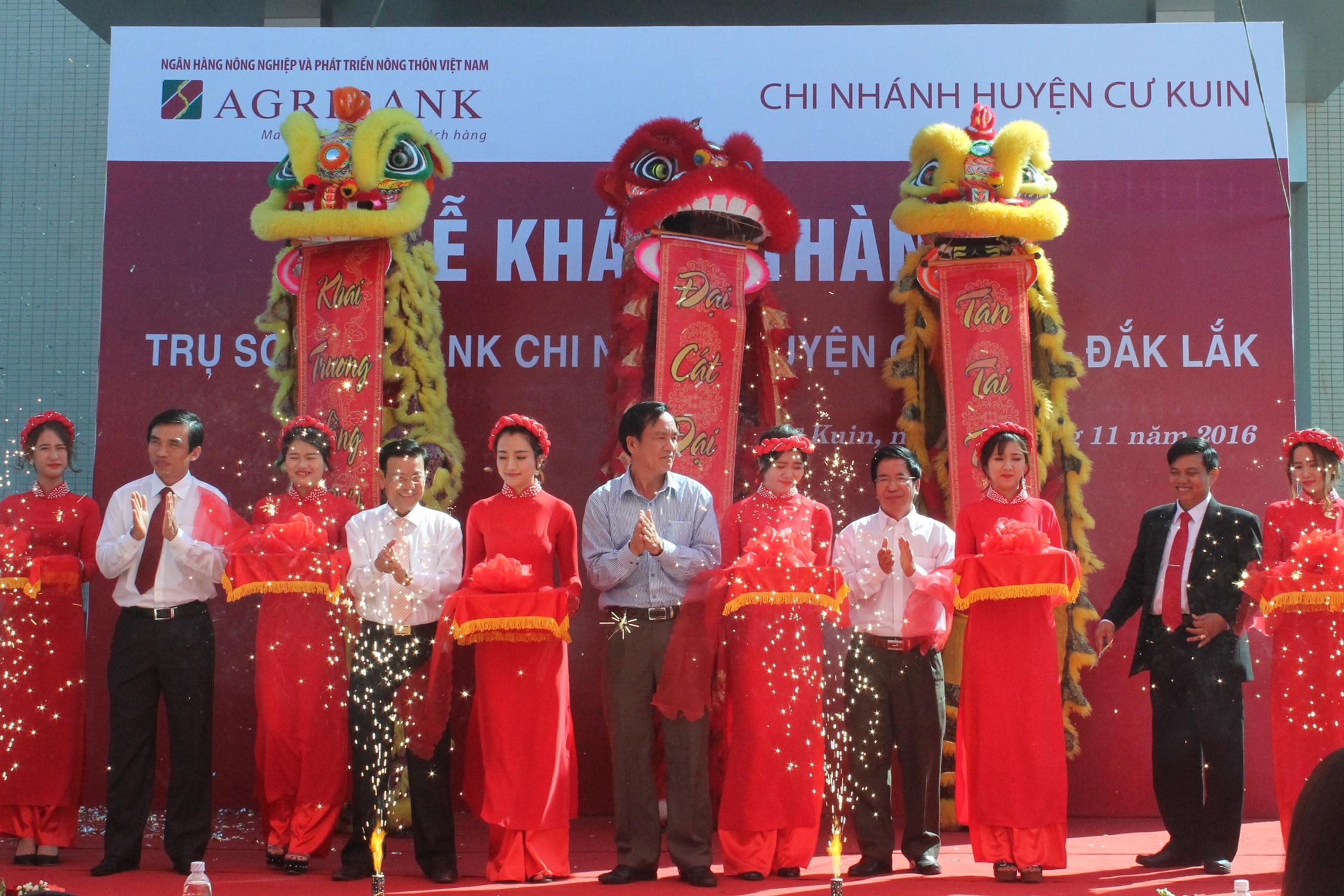 Khánh thành trụ sở Agribank Chi nhánh huyện Cư Kuin, Đắk Lắk.