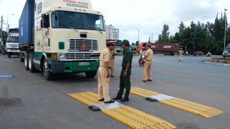 Phối hợp thực hiện công tác kiểm soát tải trọng xe.