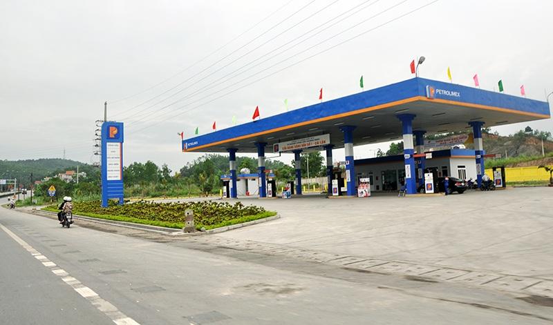 Tăng cường công tác kiểm tra, kiểm soát đối với các cơ sở kinh doanh xăng dầu và xe chuyên chở xăng dầu trên địa bàn tỉnh.