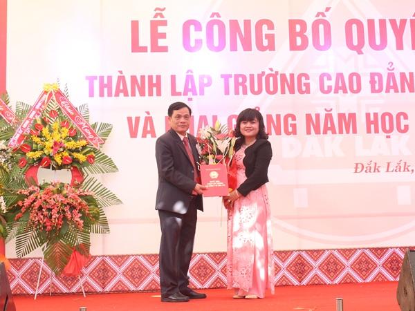 Công bố Quyết định thành lập Trường Cao đẳng Y tế Đắk Lắk và khai giảng năm học mới 2016-2017