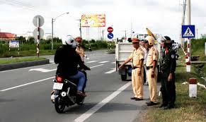 Tuần tra kiểm soát, xử lý vi phạm trong lĩnh vực giao thông đường bộ tuyến Quốc lộ 27