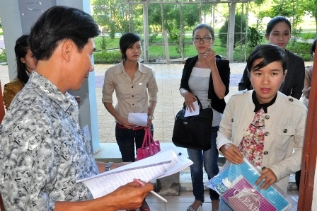 Báo cáo việc tuyển dụng, bố trí sử dụng viên chức ngành Giáo dục