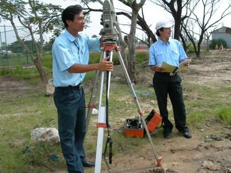 Bố trí kinh phí từ nguồn thu từ đất trên địa bàn tỉnh cho công tác đo đạc, lập bản đồ địa chính, cấp giấy chứng nhận và xây dựng cơ sở dữ liệu đất đai giai đoạn 2017-2020.