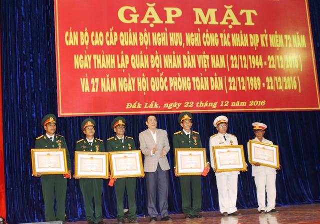 UBND tỉnh gặp mặt cán bộ cao cấp quân đội nhân kỷ niệm 72 năm Ngày thành lập Quân đội Nhân dân Việt Nam.