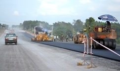 Hỗ trợ kinh phí duy tu, sửa chữa các tuyến đường giao thông trên địa bàn huyện Krông Ana.