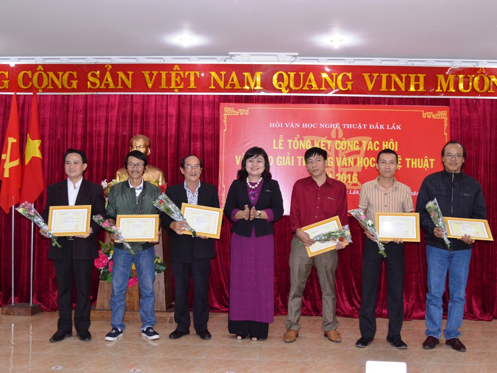 Hội Văn học Nghệ thuật tỉnh tổng kết công tác và trao giải thưởng Văn học Nghệ thuật năm 2016