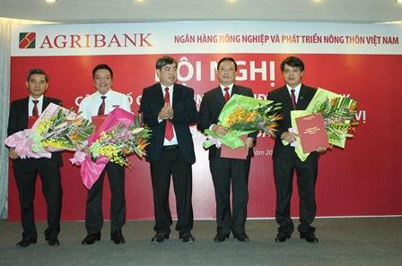 Công bố Quyết định về mạng lưới và bổ nhiệm cán bộ đối với các chi nhánh Agribank trên địa bàn tỉnh Đắk Lắk.