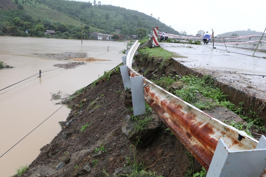 Tiếp tục thi công dự án Đường cứu nạn, cứu hộ xã Hòa Phong – Cư Pui, huyện Krông Bông.