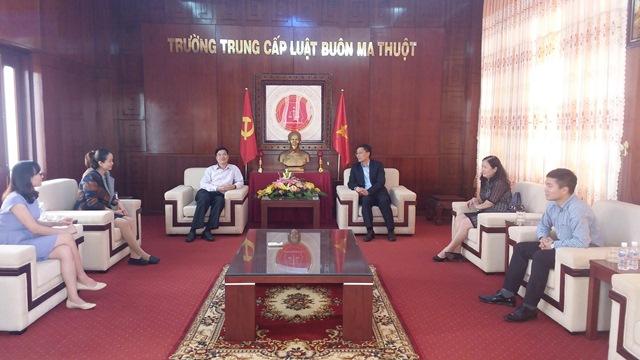 Thứ trưởng Bộ Tư pháp Nguyễn Khánh Ngọc thăm và làm việc với Trường Trung cấp Luật Buôn Ma Thuột