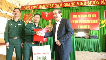 Phó Thủ tướng Thường trực Trương Hòa Bình thăm Đồn Biên phòng Ia Rvê, Bộ đội Biên phòng Đắk Lắk.