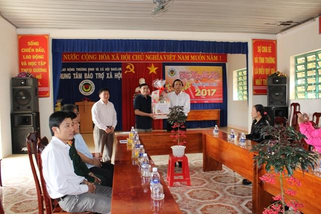 Thường trực Tỉnh ủy thăm và chúc tết một số đơn vị trên địa bàn tỉnh
