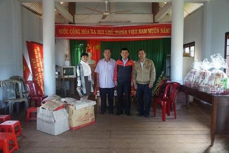 Trường Trung cấp Luật Buôn Ma Thuột tổ chức thăm và tặng quà Tết cho người nghèo, gia đình chính sách