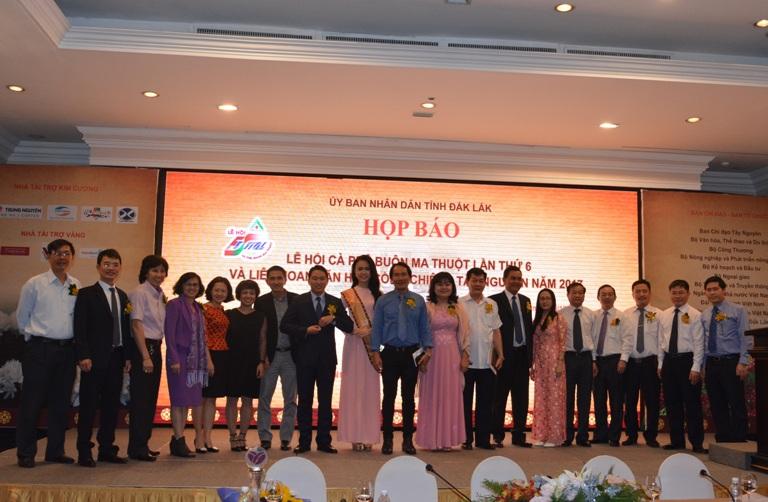 Thống nhất thành phần mời Họp báo Lễ hội Cà phê Buôn Ma Thuột lần thứ 6 và Liên hoan Văn hóa Cồng chiêng Tây Nguyên năm 2017 tại Hà Nội.