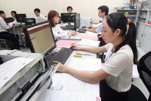 Báo cáo tổ chức bộ máy, biên chế công chức, hợp đồng lao động trong cơ quan hành chính nhà nước trên địa bàn tỉnh.