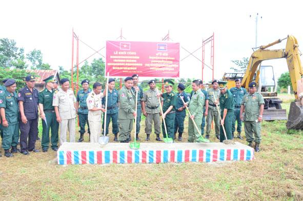 Hỗ trợ Công an tỉnh Mundulkiri/Campuchia xây dựng nhà