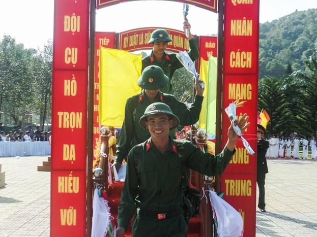 Thanh niên huyện Lắk: Nô nức ngày hội tòng quân