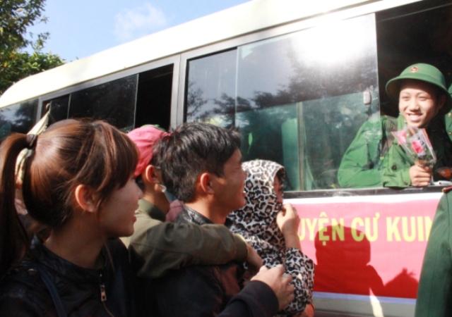 153 thanh niên ưu tú huyện Cư Kuin lên đường nhập ngũ