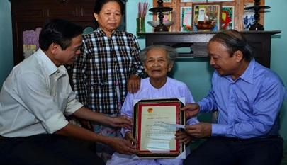 Danh sách công dân 100 tuổi trình Chủ tịch Nước tặng Thiếp mừng thọ