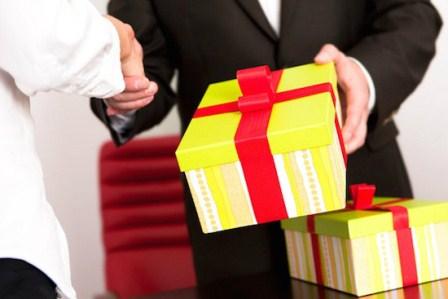 Báo cáo việc sử dụng tài sản công, tặng quà và nhận quà không đúng quy định trong dịp tết Nguyên đán Đinh Dậu năm 2017