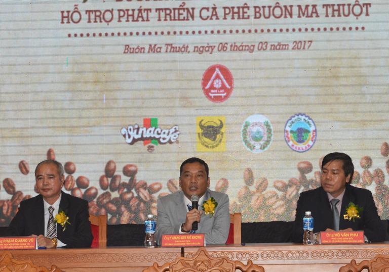 Lễ ký kết thỏa thuận chiến lược trong chương trình hỗ trợ phát triển cà phê Buôn Ma Thuột.