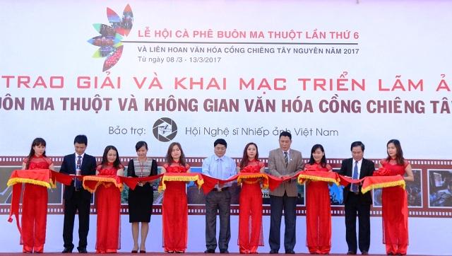 Lễ trao giải và khai mạc triển lãm Ảnh nghệ thuật Cà phê Buôn Ma Thuột và Không gian Văn hóa Cồng chiêng Tây Nguyên 2017